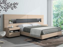 Chambre avec une tête de lit extra longue en chêne. Mod. HABANA