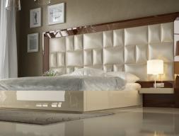 Chambre  XXL laquée haute brillance avec tête de lit tapissée. Mod. SAHARA