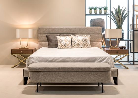 Chambre design tapissée avec tour de lit. Mod. FLAVIA