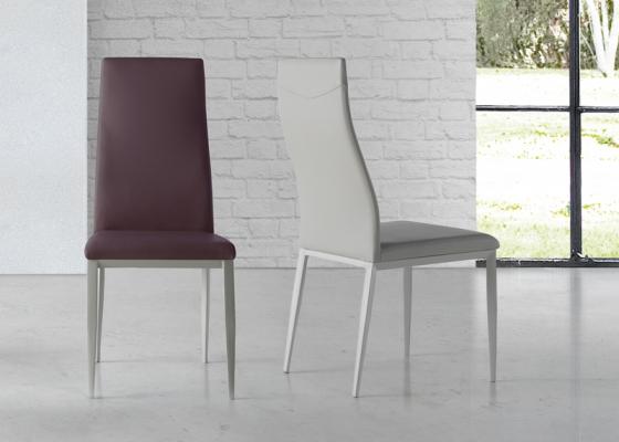 Ensemble de 2 chaises garnies avec piètement métallique. Mod. NESO