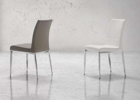 Ensemble de  2 chaises garnies avec piètement métallique. Mod. CINTIA B