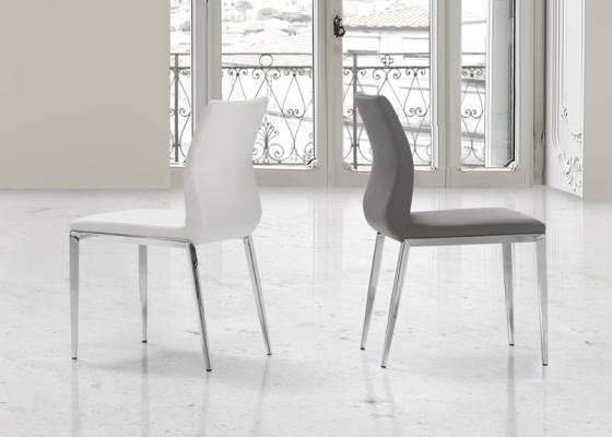 Ensemble de 2 chaises garnies avec piètement en acier. Mod. SHARON