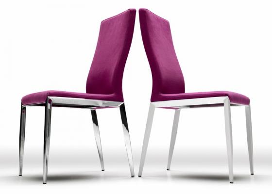 Ensemble de 2 chaises garnies avec piètement en acier. Mod. OLAF