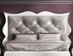 Tête de lit garnie et laquée. Mod. LUXE70165