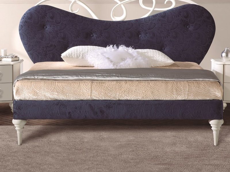Tour de lit tapiss�e.Mod.SYROS