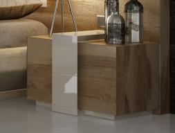 Table de nuit en chêne à 2 tiroirs avec détails en laque - ensemble de  2 unités. Mod. SOPHIA