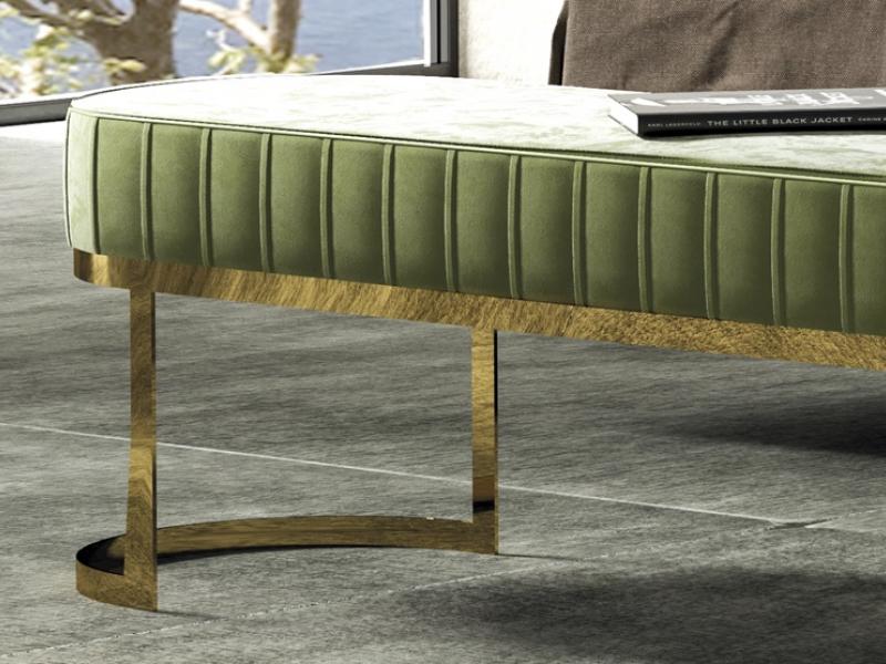 Banquette tapiss�e et en acier inox. Mod. CAMILE