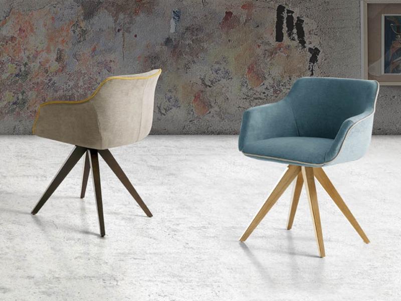 Ensemble de  2 fauteuils garnis avec pi�tement en bois de h�tre. Mod. MAEVA