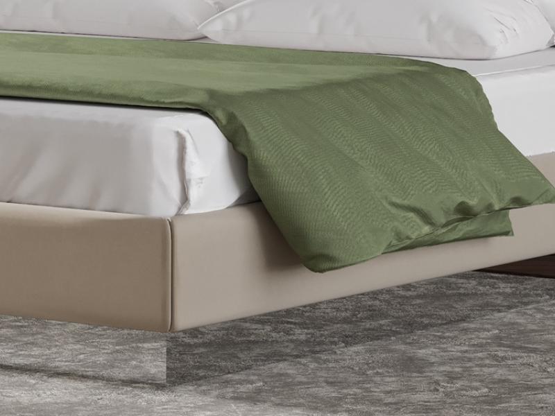 Lit complet tapiss� avec acier inox . Mod: DORIANNE