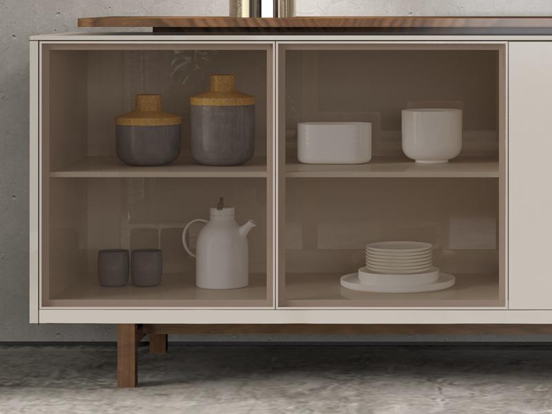 Buffet laqu� avec portes en verre et bois et tiroir. Mod. MESSINA