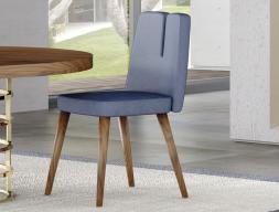 Ensemble de 2 chaises tapissées avec piétement en bois de noyer. Mod. DOLCE