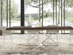 Table à manger avec plateau fixe et piétement laqué ou en acier inox. Mod. CROSED