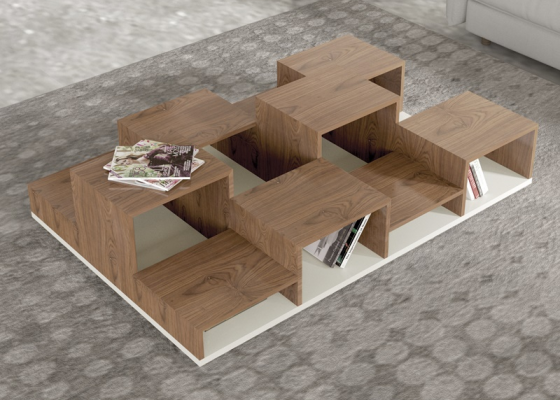 Table basse porte-revues  en laque et bois. Mod. BETULA