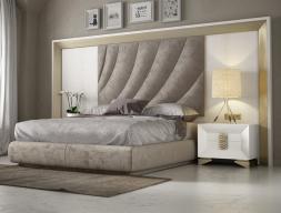 Lit complet en chêne et tapissé avec une tête de lit XXL. Mod. LAMA