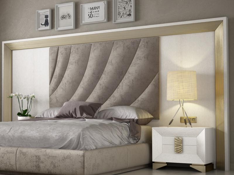 Lit complet en ch�ne et tapiss� avec une t�te de lit XXL. Mod. LAMA