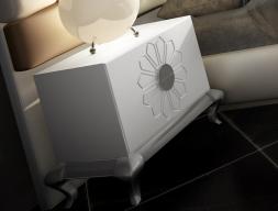 Tables de chevet laquées avec base Chippendalte. Mod. FADILA