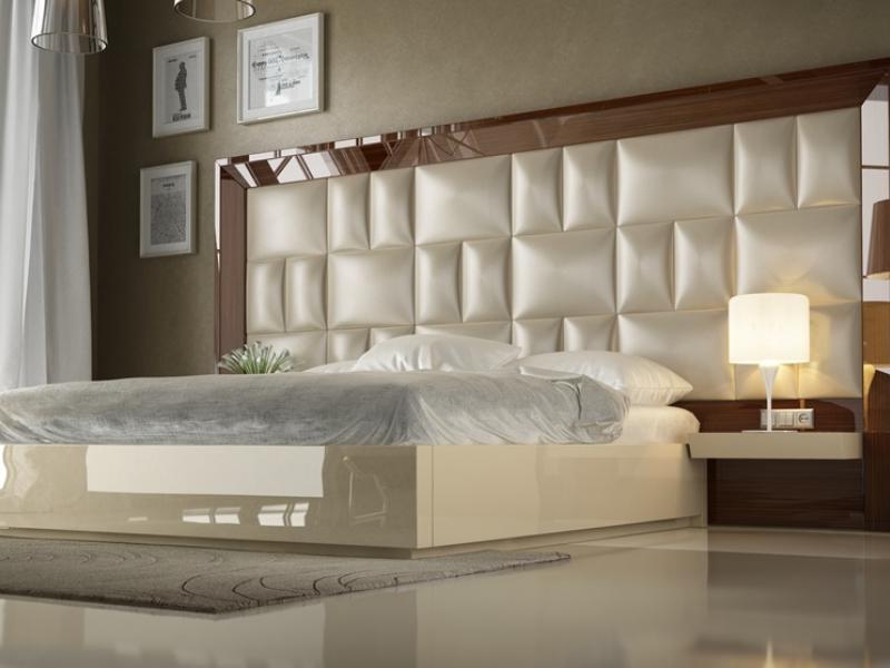 Lit complet laqu� avec t�te de lit XXl  tapiss�. Mod. SAHARA