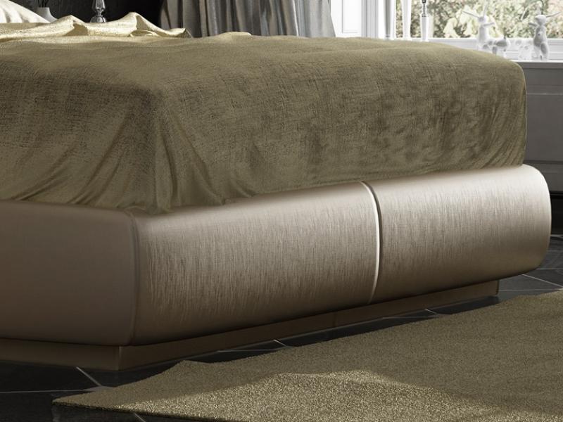 Lit complet tapiss� et laqu� avec d�corations en feuille de champagne et boutons Swarovski. Mod. ONUR