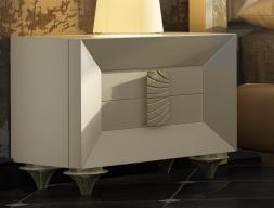 Chevets laqués à 2 tiroirs avec pieds cône. Mod. ONUR