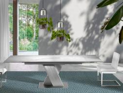 Table à manger extensible avec piétement en acier inox et plateau céramique. Mod.FORUM