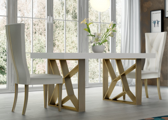 Table à manger extensible avec plateau en bois. Mod. LINDE