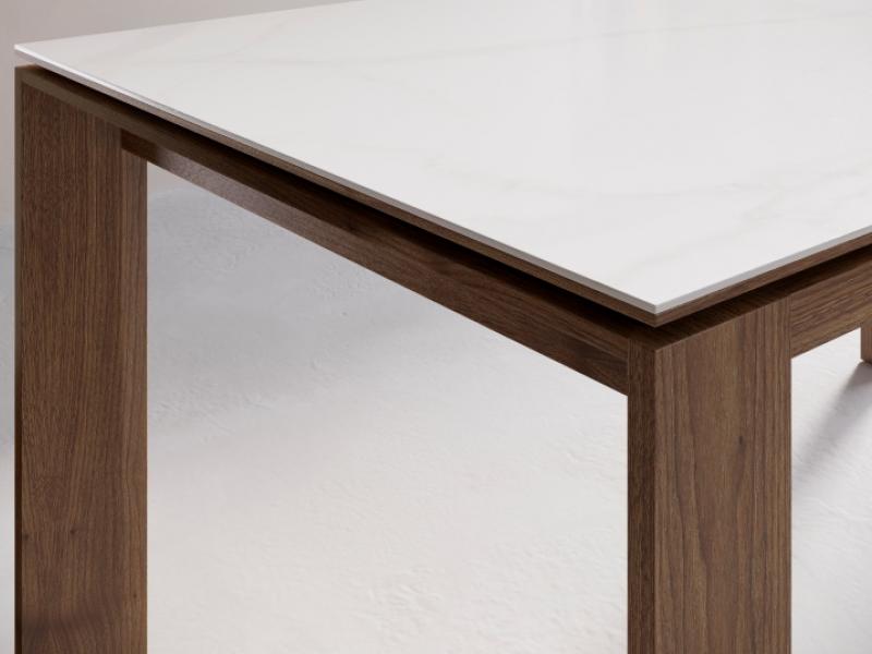 Table � manger extensible avec plateau laqu�e, en bois, en verre ou c�ramique. Mod. MIRO