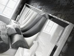 Tête de lit XXL laquée  haute brillance avec partie centrale tapissée. Mod. MELIA