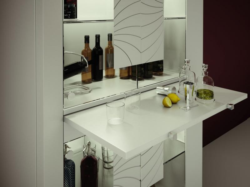 Vitrine avec portes en verre et �clairage led. Mod. MERLOT