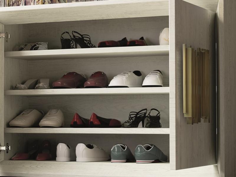Meuble range-chaussures en ch�ne. Mod. ANCONA