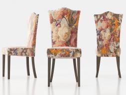 Chaise tapissée avec clous et pieds droits. Mod. ZORBA