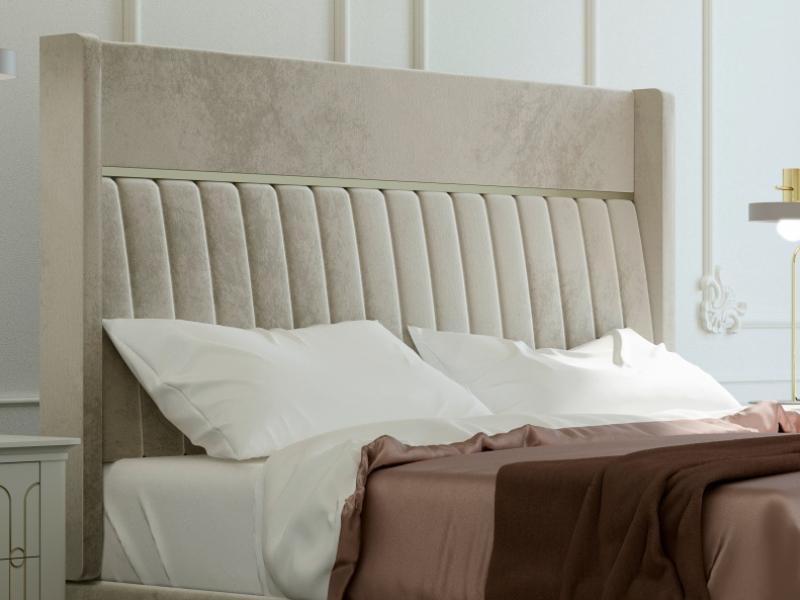 Lit complet tapiss� en velours et tour de lit tapiss�. Mod. ALYA