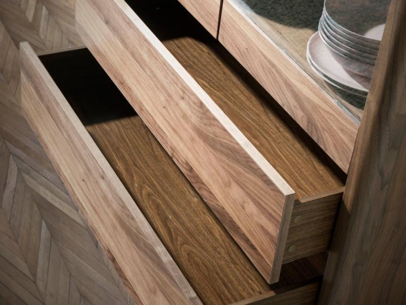 Vitrine � 2 portes et 2 tiroirs avec plateau en verre marbr�. Mod. DINA/VI