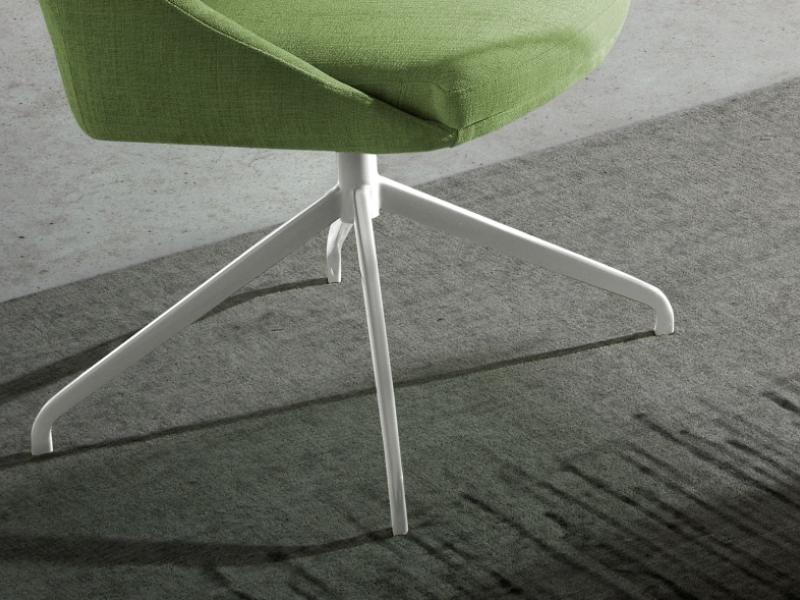 Ensemble de 2 chaises pivotantes tapiss�es. Mod. CARMEN