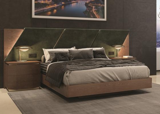 Lit complet avec longue t�te de lit rapiss�e en bois de noyer. Mod. PRASSEDE