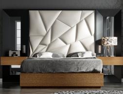 Lit complet tapissée  et laquées avec miroirs latéraux.Mod: TAHIRA