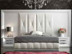 Lit complet laquée et tapissé avec une tête de lit XXL. Mod: LAPIS