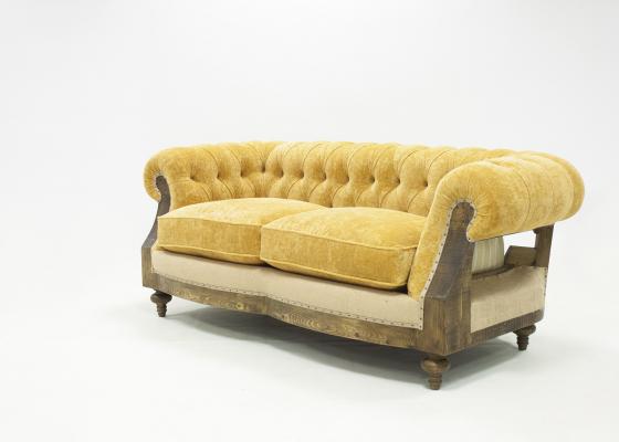 Canapé Chester tapissé en tissu avec capitonné. Mod. AYLON