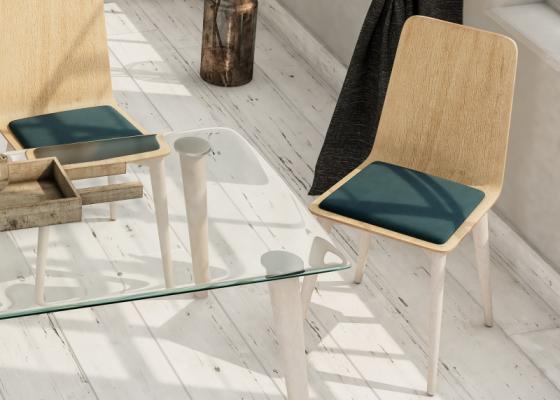 Ensemble de  2 chaises en bois avec  coussin d'assise. Mod. DUNA COUSSIN