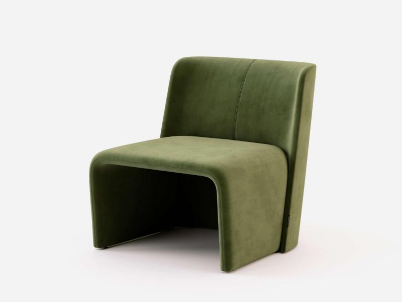Fauteuil design tapiss� en velours. Mod. LOANA