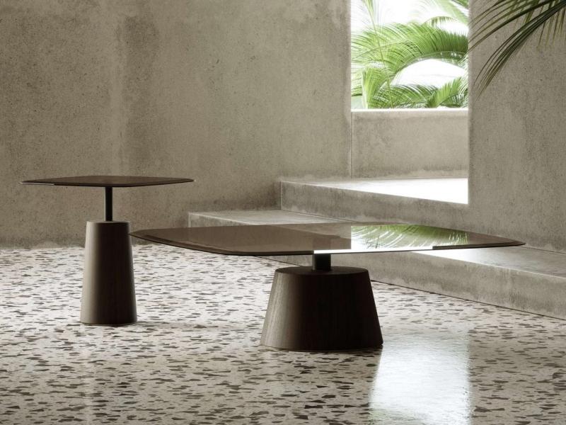 Table d'angle design. Mod. IVETTE
