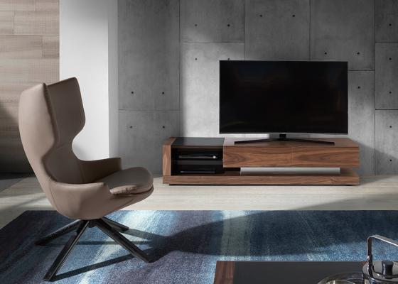 Meuble TV en noyer et verre teinté noir.Mod: CASCAES