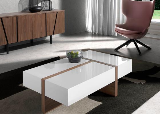 Table basse en bois plaqué noyer avec plateaux laqués.Mod: LOLA