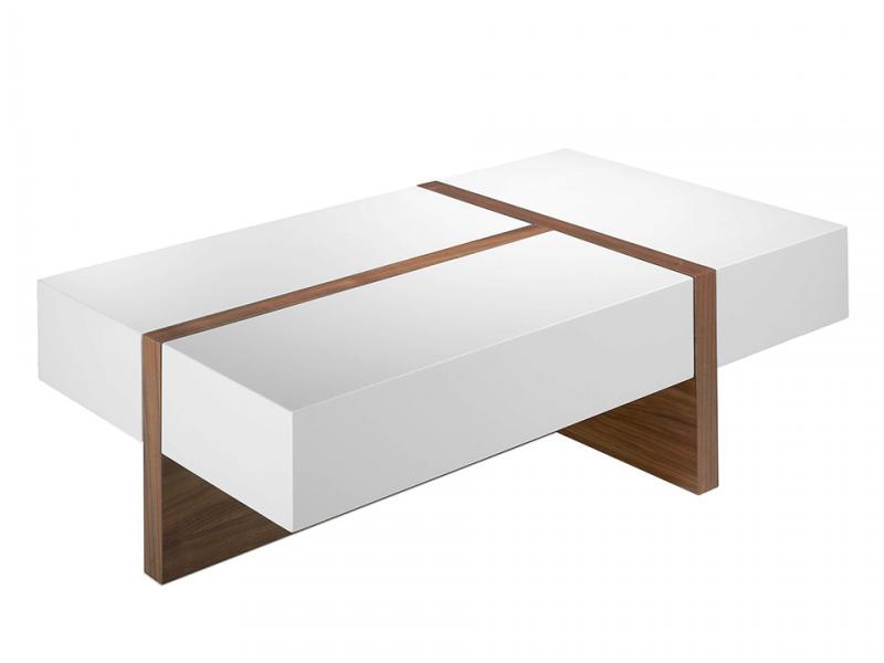 Table basse en bois plaqu� noyer avec plateaux laqu�s.Mod: LOLA