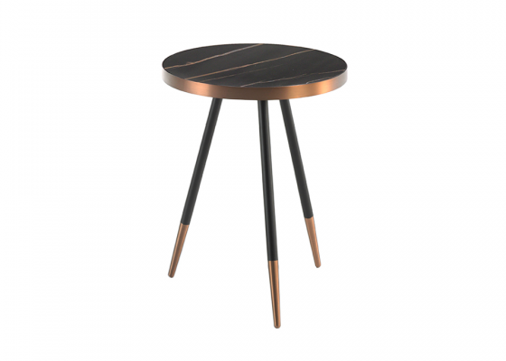 Table d'angle  ronde avec plateau en céramique finition marbre noir et pieds en métal. Mod: RIGA