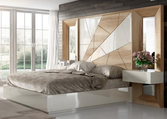 Lit complet en chêne  avec détails laquées, miroirs latéraux et chevets laqués à un tiroir .Mod: AMAL
