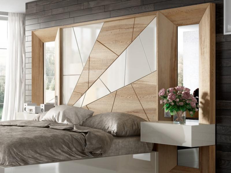 Lit complet en ch�ne  avec d�tails laqu�es, miroirs lat�raux et chevets laqu�s � un tiroir .Mod: AMAL