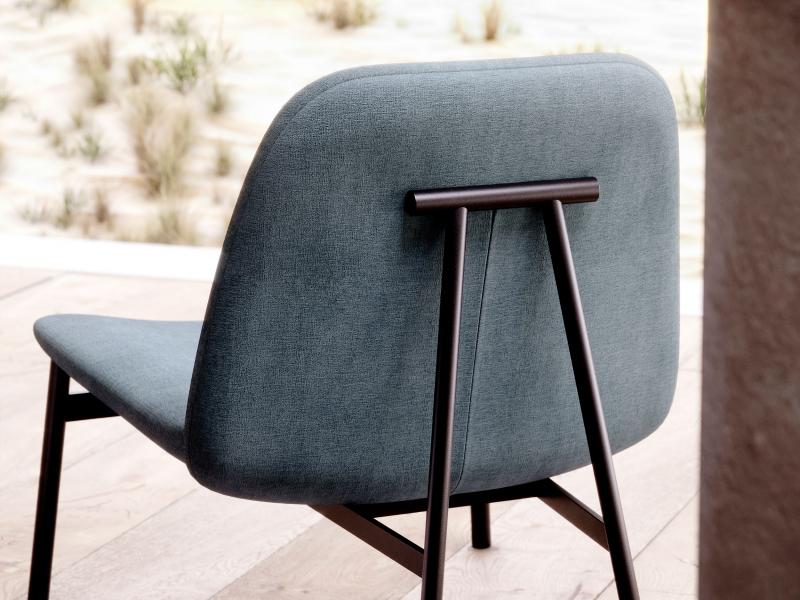 Fauteuil design tapiss�e avec structure en acier. Mod. CLAUDE