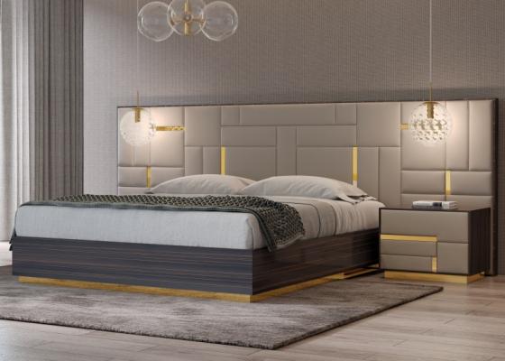 Lit complet en bois d'ébène avec tète de lit tapissé et décorations en acier inox. Mod. SALMA