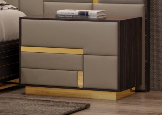 Chevets à 2 tiroirs en bois d'ébène avec façades tapissées et décorations et plinthe en acier inox. Mod. SALMA